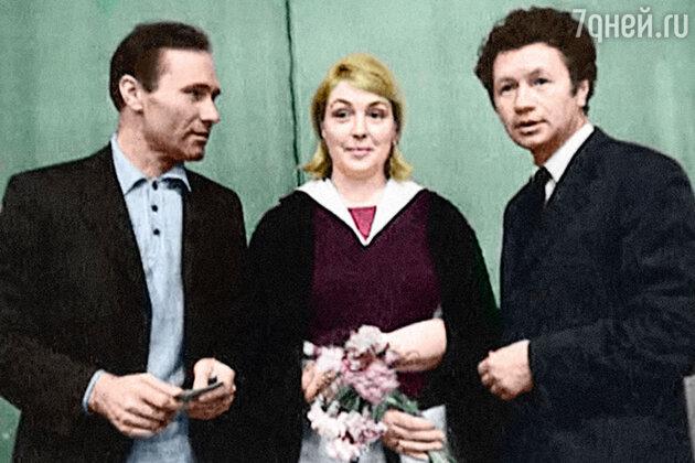 Леонид Быков с Василием Шукшиным и Лидией Федосеевой-Шукшиной. 1970-е гг.