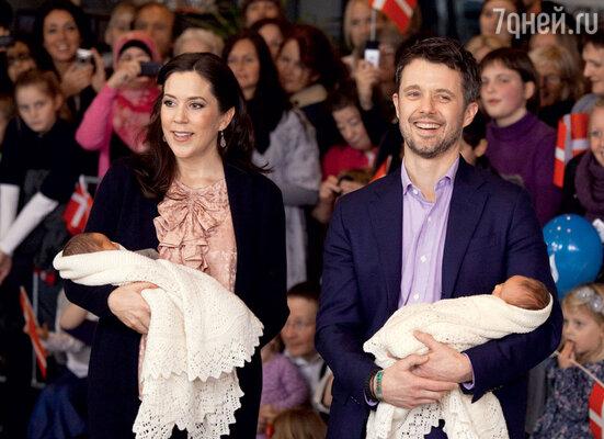 Датские принц Фредерик и принцесса Мэри — многодетные родители. Близнецы Винсент и Жозефина — младшие из их четверых детей