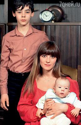 Счастливый отрезок моей жизни. Я — студентка Литинститута, у меня два замечательных сына Вася и Саша