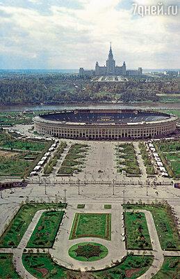Брюс выделил Воробьевы горы как место, наиболее подходящее для учебы. При Сталине здесь построили высотное здание МГУ