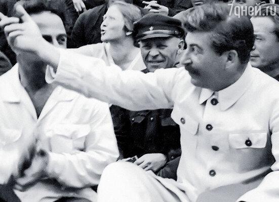 Сталин стремился к созданию империи и нуждался в символах ее могущества