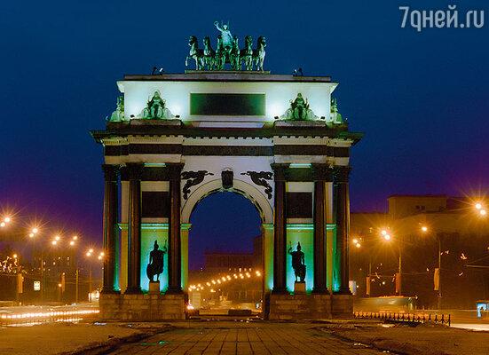 Триумфальная арка на Кутузовском, построенная в честь победы русских войск над Наполеоном, энергетически защищает Москву