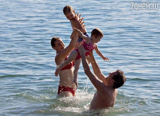 «Рома с Варей очень любят воду. Мы с рождения закаливаем детей».