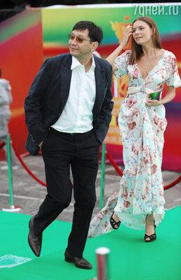 Режиссер Егор Кончаловский с супругой актрисой Любовью Толкалиной