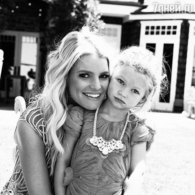 Джессика Симпсон с дочерью