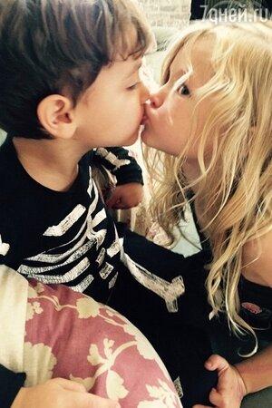 Первый поцелуй дочери Джессики Симпсон