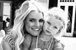 Джессика Симпсон сфотографировала первый поцелуй 3-летней дочери