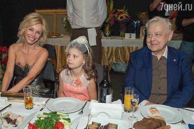 Олег Табаков и Марина Зудина с дочерью Машей