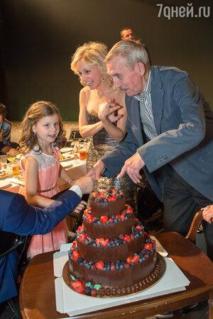 Марина Зудина с дочерью Машей и Евгений Киндинов
