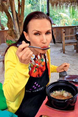Эвелина Блёданс во Вьетнаме
