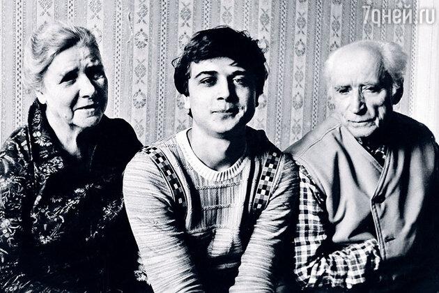 Александр Лазарев-младший с бабушкой и дедушкой