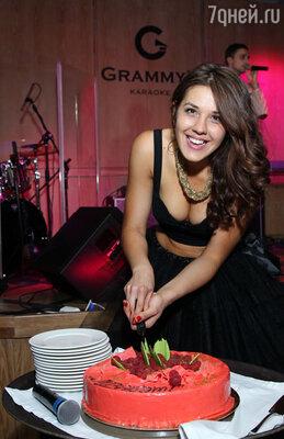 В караоке клубе GRAMMY'S состоялось рождение новой представительницы отечественной эстрады, подопечной продюсера Игоря Матвиенко — певицы Лизабэт