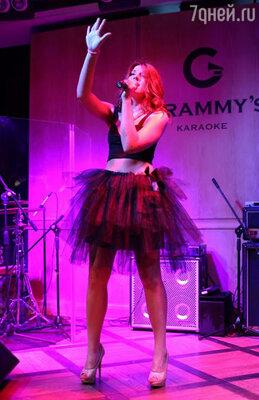 Лизабэт в свою очередь исполнила для гостей несколько песен собственного сочинения и презентовала новый клип «На дисплее»!