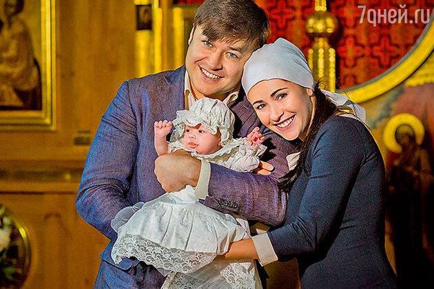 Любовь Тихомирова с семьей