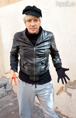 В перерывах Андрей Мерзликин веселил коллег, примеряя парики и изображая гламурного зомби