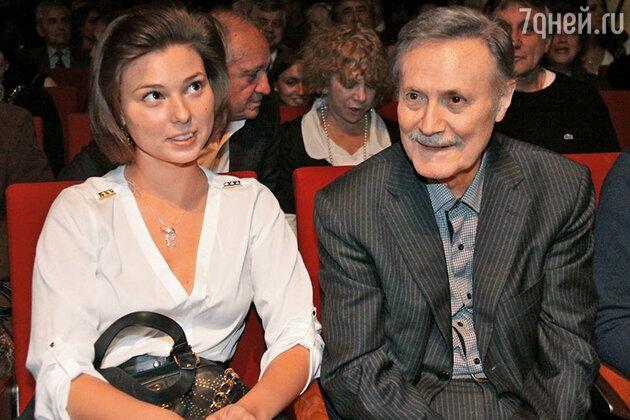 Юрий Соломин с внучкой