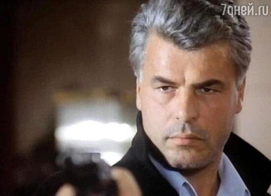 Посмотрев телевизионный сериал «Спрут», снятый Дамиано Дамиани, миллионы женщин потеряли голову от комиссара Каттани. (На фото: кадр из сериала)