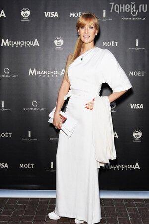 Олеся Судзиловская на вечеринке посвященной фильму «Меланхолия». 2011 г.