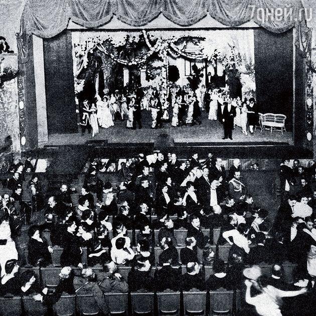 В 1910 году Валентина Ивановна Пионтковская организовала в Санкт-Петербурге свою оперетку, которая называлась «Веселый театр»