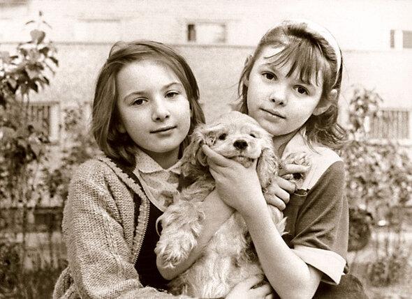 Даша (слева) с подругой Настей, дочерью актера Виталия Соломина