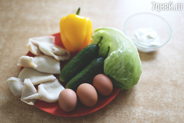 Ингредиенты для салата из кальмаров с огурцом
