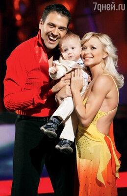 С мужем Стивеном Казинсом и сыном Тристаном