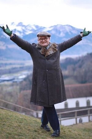 Александр Васильев поздравляет всех с Новым Годом из Европы