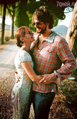 «Во всем нужно к себе прислушиваться, понимать, чего хочешь... И совершать глупости. Нолучше всего — совершать глупости вместе с мужем!»