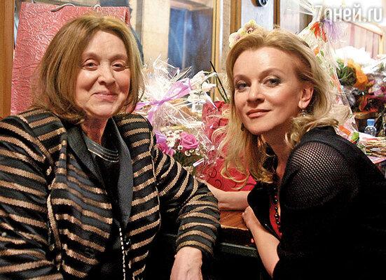 В Доме кино на концерте «Гвардейцы миледи Тереховой» в честь маминого юбилея. 2012 год