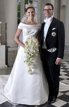 Кронпринцесса и герцог танцевали вальс, муж шептал Виктории на ухо, что любит ее и у них будет много детей