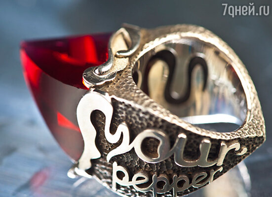 «Неудивительно, что Наде приглянулось кольцо «Your pepper»,  - говорит дизайнер ювелирных украшений Евгения Наумова