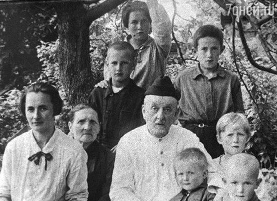 Константин Эдуардович Циолковский с семьей