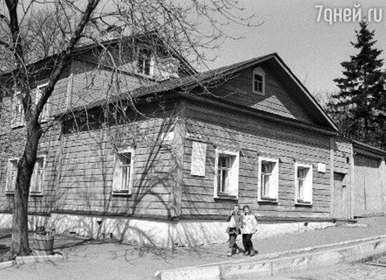 Константин Эдуардович придавал огромное значение легенде, что на месте его дома в Калуге когда-то упал метеорит