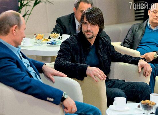 Презентация фильма «Легенда № 17» прошла в Сочи в присутствии президента Владимира Путина  накануне открытия юниорского Чемпионата мира похоккею