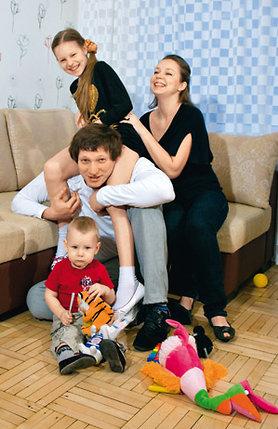 С женой Настей, дочерью Аней и сыном Ромой