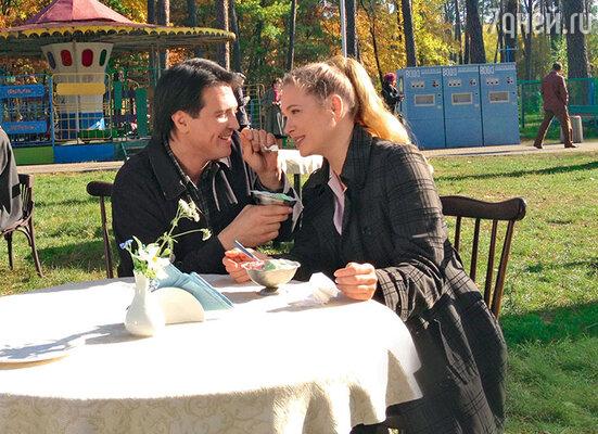 Лилия (Анна Горшкова) была счастлива с мужем (Денис Матросов), пока в ее жизни не появился другой мужчина