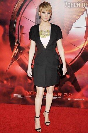 Дженнифер Лоуренс в платье от Dior на премьере фильма «Голодные игры: И вспыхнет пламя»