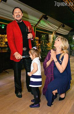 Стас Михайлов с женой Инной и дочерью Иванкой
