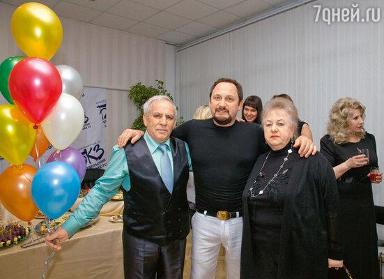 Стас с папой Владимиром Борисовичем и мамой Людмилой Васильевной