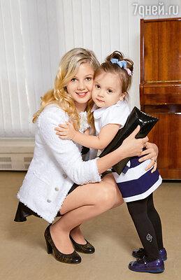 Дочери Михайловых Ева (слева) и Иванка