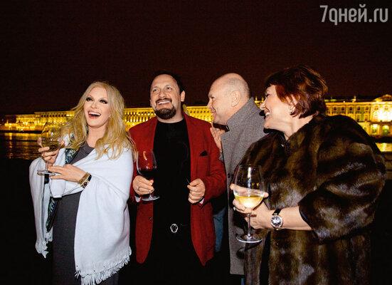 Таисия Повалий, Стас Михайлов, друзья семьи Михайловых Валерий и Ирина Задорины