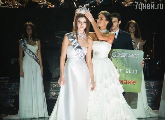 Короновали Наталью победительница прошлого года Ирина Антоненко