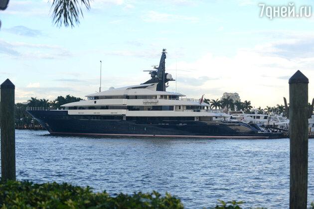Огромная 850-метровая яхта «Семь морей» стала маловата для Стивена Спилберга