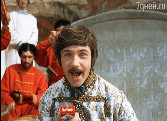 Эпизод, где его князь Милославский танцует с пачкой любимых Гайдаем сигарет, Леонид Куравлев придумал сам