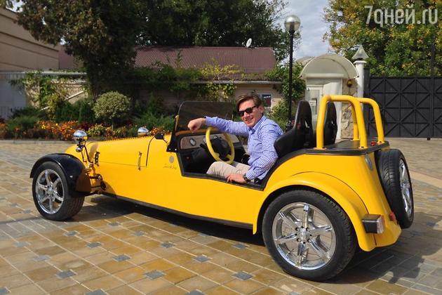 В свой 32-й день рождения Руслан Алехно стал обладателем солнечно-желтого ретроавтомобиля BMW