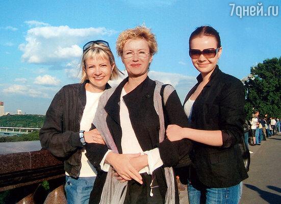 Племянниц Наташу иАнну Розанова опекает как собственных дочерей