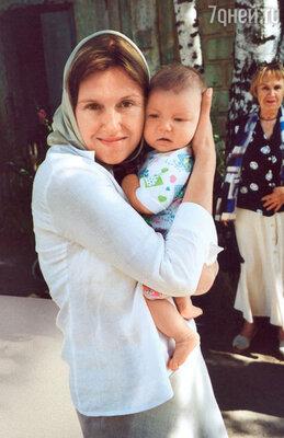 У Ирины есть четыре крестника. На фото с крестным сыном Егором — сыном племянницы Натальи