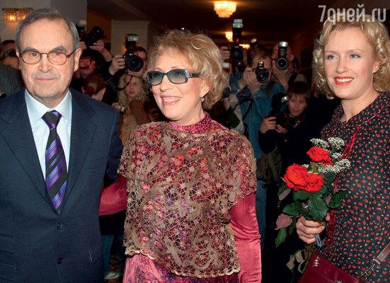 С Инной Чуриковой и ее мужем Глебом Панфиловым Розанова дружит со времен работы в «Ленкоме»
