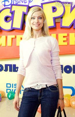 Антонина из группы «Мобильные Блондинки»