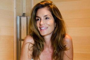 50-летняя Синди Кроуфорд продемонстрировала безупречную фигуру